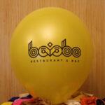 черный логотип на желтом шарике