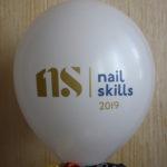 белый шарик nail skills 2019