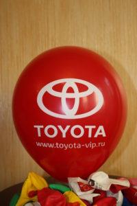 печать логотипа Toyota на шаре